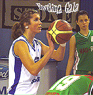 Ewelina Gala shooting a foul shot in Winter 2007.