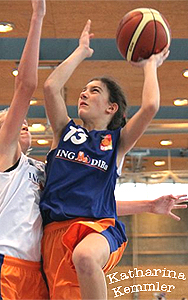 Katharina Kemmler (#13), BBC Cottbus, going up for a layup
