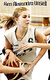 Kim Unselt, girls U17 basketball player for BSV Wulfen (Germany), fighting for ball.